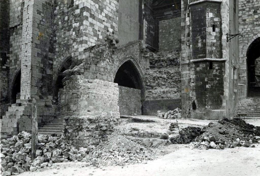 """Trabajos de """"restauración"""", tapiado de arco, ca. 1942, CDIS"""