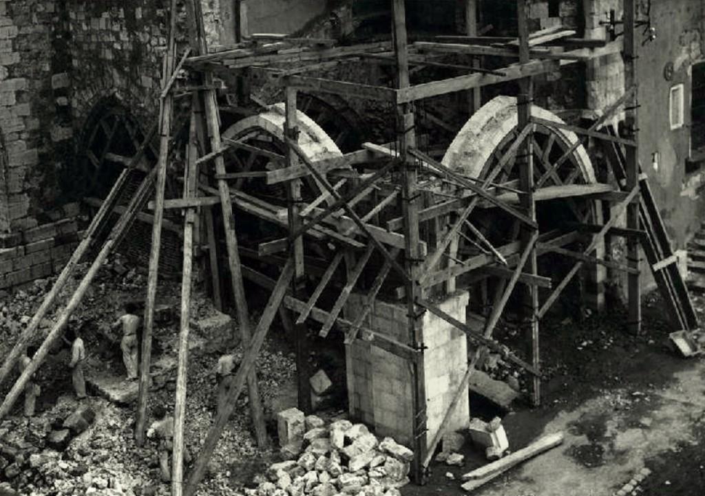 """Trabajos de """"restauración"""", añadido de nuevos arcos. CA. 1942, CDIS."""