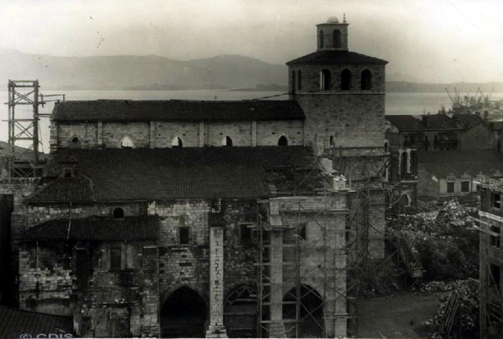 Vista general de la Catedral antes de que se añadiera el cimborrio y otras modificaciones. Ca. 1942, CDIS.