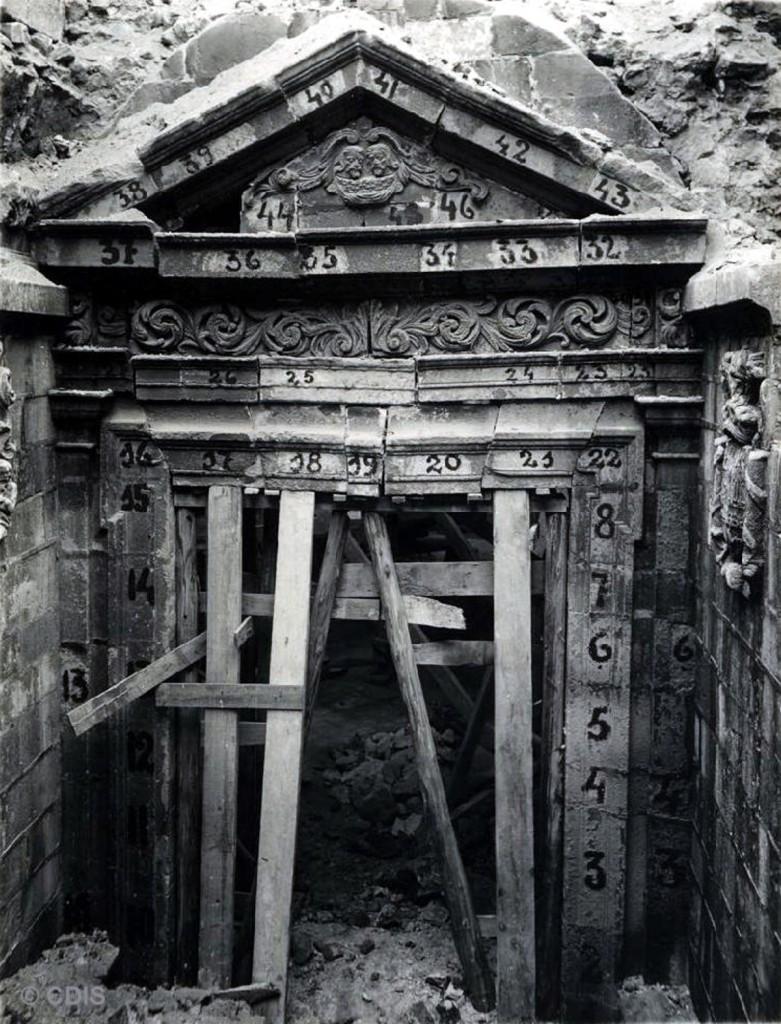 Puerta de los Mártires, antes de ser desmantelada. Ca. 1942, CDIS.