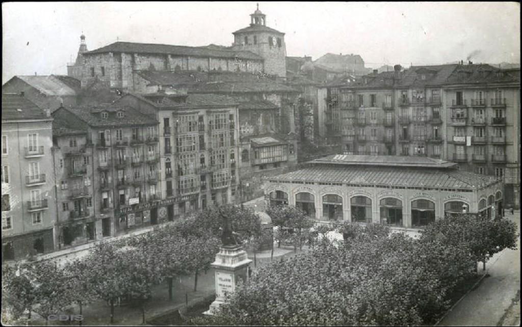 Plaza de Velarde (hoy de Atarazanas), 1900. ¿? Pablo Isidro Duomarco. CDIS.