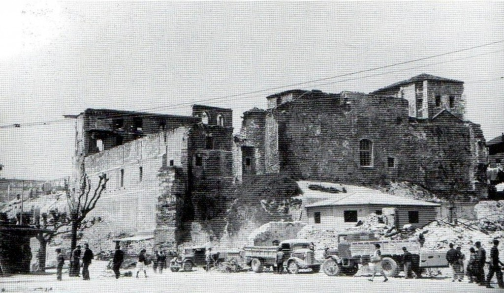 Conjunto de la catedral desde la Calle Cádiz tras el incendio de 1941.
