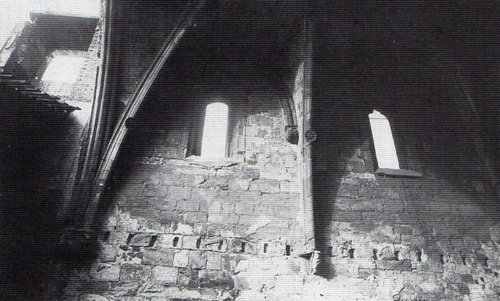 Interior de la Capilla de Santiago o de los Escalante, circa 1941 Interior de la Capilla de Santiago o de los Escalante, circa 1941.