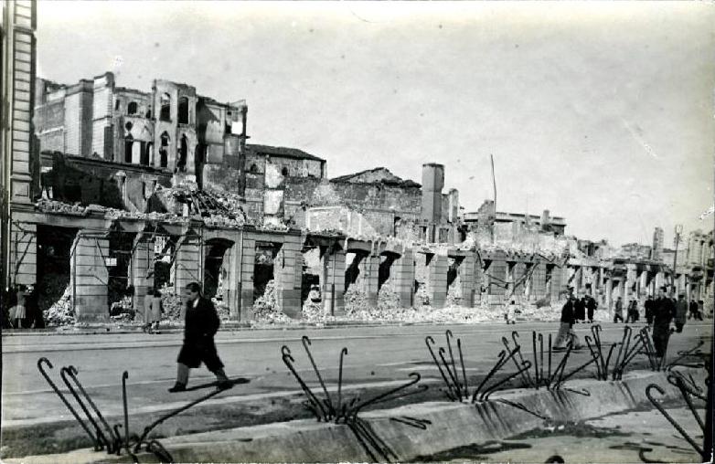 Restos del Palacio Episcopal y Calderón de la Barca desde la Plaza de las Cachavas, 1941