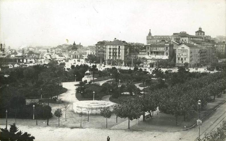 Vista general de los Jardines de Pereda y la Avenida Alfonso XIII, 1915