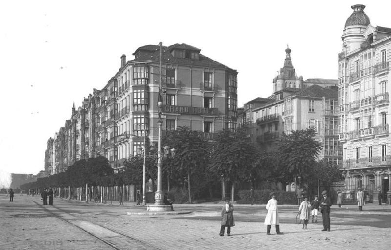 Grand Hotel y torre del Palacio episcopal. Circa 1910