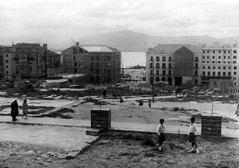 Reconstrucción del edificio de la Aduana y nueva Plaza porticada, ca. 1946