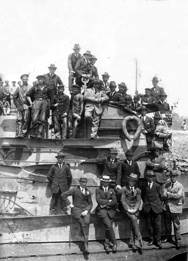 Tripulación del UC 56 en el Dique de Gamazo, 1918. Colección Víctor del Campo Cruz. CDIS.