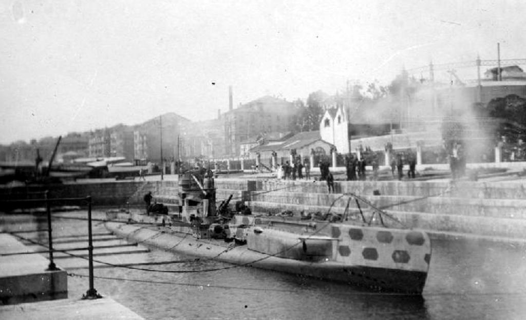 El submarino alemán UC 56 en el Dique de Gamazo, 1918. Colección Víctor del Campo Cruz. CDIS